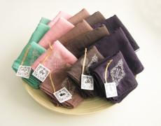 植物色のガーゼハンカチシリーズ – イニシャル刺繍
